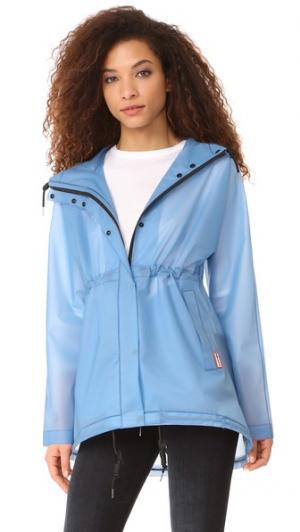 Оригинальная виниловая куртка с мелкими сборками Hunter Boots. Цвет: голубой