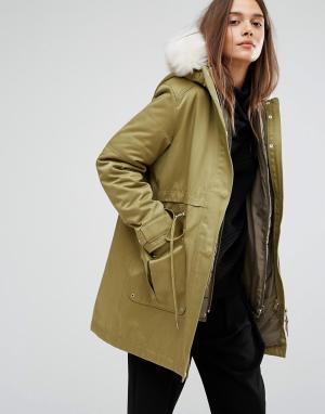 Parka London Парка со съемной курткой-пилот внутри и меховой отделкой капюшона Park. Цвет: зеленый