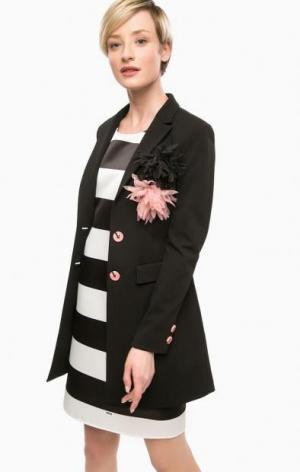 Черный пиджак с брошками POIS. Цвет: черный