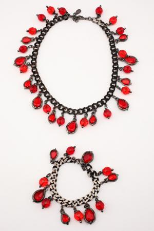 Набор I Pavoni. Цвет: черный никель, камни красные