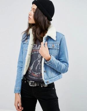 ASOS Синяя укороченная джинсовая куртка на подкладке борг. Цвет: синий