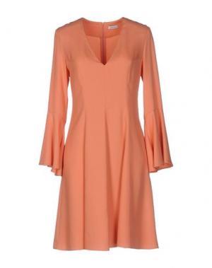 Короткое платье GOLD CASE. Цвет: лососево-розовый