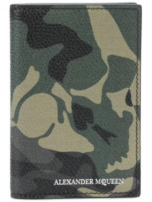 Кошелек с камуфляжным рисунком Alexander McQueen. Цвет: зелёный