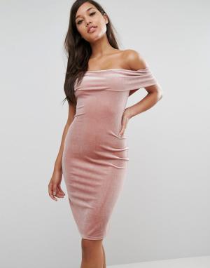 Rare Бархатное платье с открытыми плечами London. Цвет: коричневый