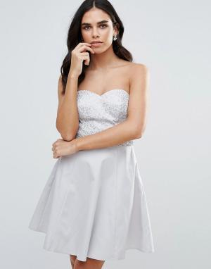 Lipsy Приталенное платье бандо с пайетками на поясе. Цвет: серебряный