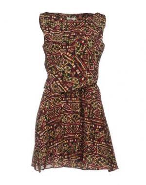 Короткое платье E-GÓ. Цвет: красно-коричневый