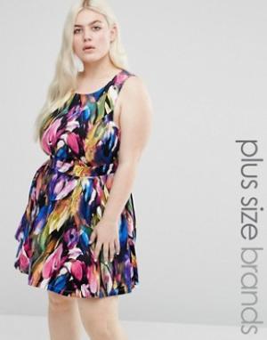 Koko Платье с принтом и вырезом сзади Plus. Цвет: синий