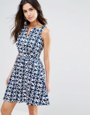 Louche Платье с геометрическим принтом Valeri. Цвет: синий