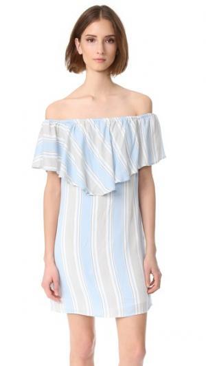 Платье с открытыми плечами WAYF. Цвет: голубая полоска