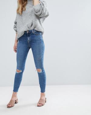 New Look Моделирующие зауженные джинсы с необработанными краями. Цвет: синий
