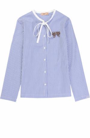 Хлопковая блуза в полоску с воротником аскот и брошью No. 21. Цвет: голубой