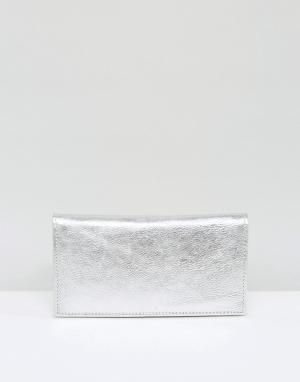 ASOS Узкий кожаный кошелек цвета металлик. Цвет: серебряный