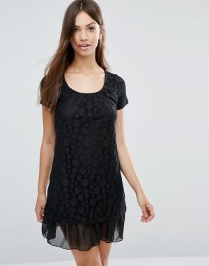 Jasmine Платье с кружевной накладкой в горошек. Цвет: черный