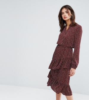 Y.A.S Tall Платье миди с принтом и асимметричной оборкой. Цвет: коричневый