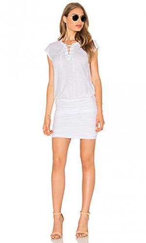 Мини платье со шнуровкой karmen Velvet by Graham & Spencer. Цвет: белый
