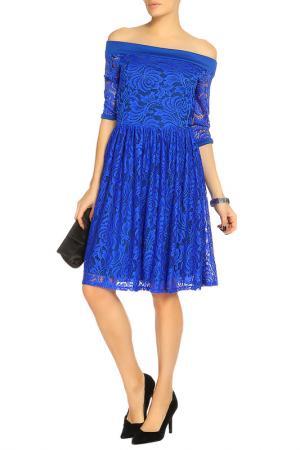 Восхитительное платье юбка в складку, брошь Lamiavita. Цвет: синий