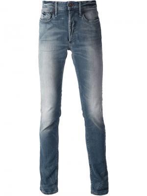 Узкие джинсы слим с линялым эффектом Denham. Цвет: синий