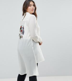 Koko Длинная рубашка с вышивкой птицы. Цвет: кремовый