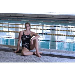 Купальник цельный для занятий в бассейне ARENA. Цвет: рисунок черный/серый