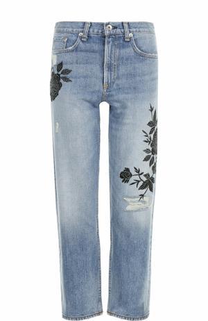Укороченные джинсы с цветочной вышивкой и потертостями Rag&Bone. Цвет: голубой