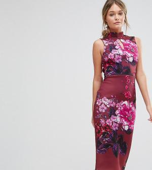 True Violet Платье-футляр с воротником в восточном стиле и короткими рукавами. Цвет: мульти