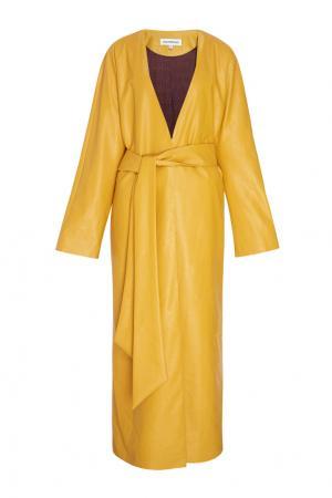 Однотонное пальто Masterpeace. Цвет: желтый