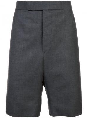 Классические шорты с ремешком Thom Browne. Цвет: серый