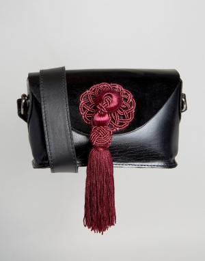 Park Lane Кожаная сумка через плечо с контрастной кисточкой. Цвет: черный