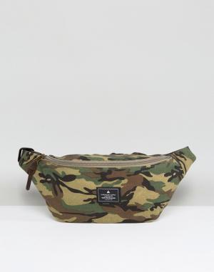ASOS Сумка-кошелек на пояс с камуфляжным принтом. Цвет: зеленый