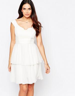 VLabel London Платье с широким вырезом и оборками на юбке Eltham. Цвет: белый
