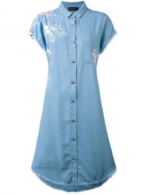 Джинсовое платье с вышивкой The Kooples. Цвет: синий