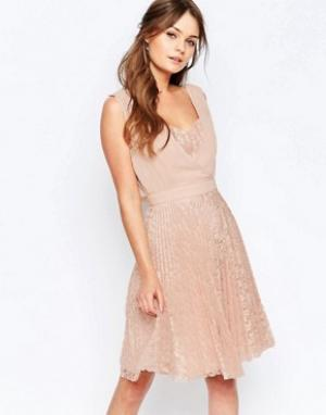 Elise Ryan Плиссированное короткое платье с кружевной юбкой. Цвет: розовый