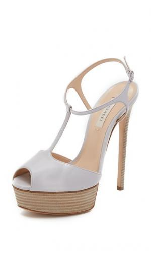 Туфли с Т-образным ремешком Casadei. Цвет: лед
