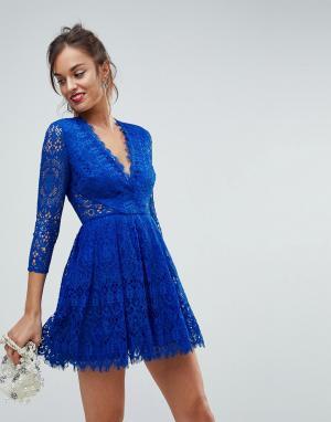 ASOS Кружевное платье мини для выпускного с длинными рукавами. Цвет: синий