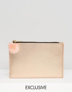 Skinnydip Клатч цвета розового золота на молнии с помпоном Exclusive. Цвет: золотой
