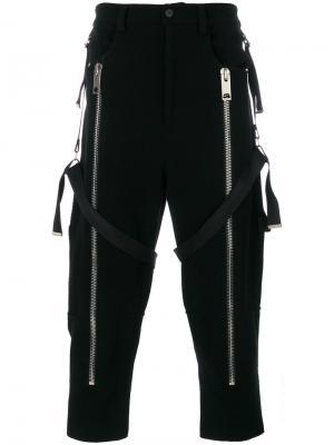 Укороченные брюки с подтяжками Les Hommes. Цвет: чёрный