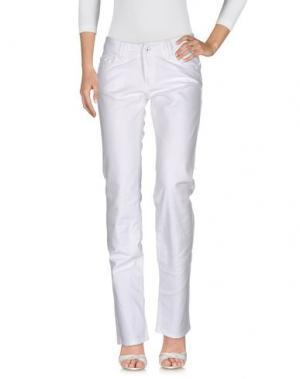 Джинсовые брюки UNGARO FEVER. Цвет: белый