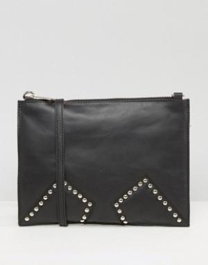 Urbancode Черная кожаная сумка через плечо с заклепками на вставках. Цвет: черный