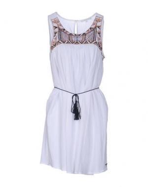 Короткое платье KORALLINE. Цвет: белый