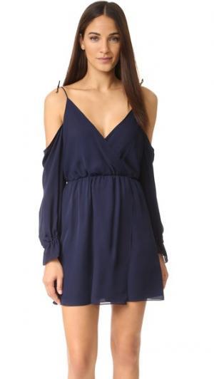 Мини-платье с открытыми плечами Haute Hippie. Цвет: полночный