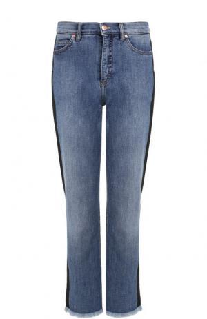 Укороченные джинсы с потертостями и лампасами Escada Sport. Цвет: голубой