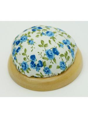 Игольница-подушечка Голубые цветы Magic Home. Цвет: белый