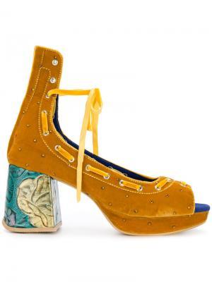 Босоножки со шнуровкой и массивным каблуком Mikio Sakabe. Цвет: жёлтый и оранжевый