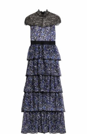 Шелковое многоярусное платье с кружевным лифом Alice + Olivia. Цвет: синий