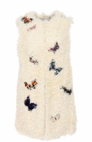 Жилет из меха овчины с вышивкой в виде бабочек Valentino. Цвет: белый