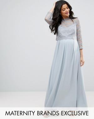 Queen Bee Платье макси с шифоновой юбкой плиссе и кружевным лифом. Цвет: серебряный