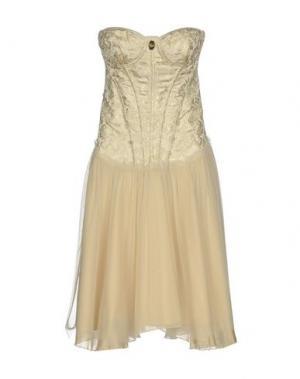 Короткое платье CELYN B.. Цвет: бежевый