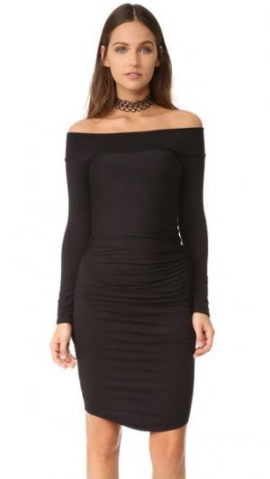 Анджелия платье с открытыми плечами Riller & Fount. Цвет: черная махровая ткань