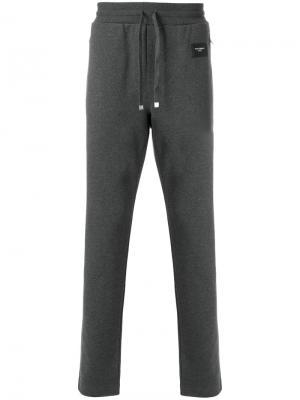 Спортивные брюки узкого кроя с заплаткой логотипом Dolce & Gabbana. Цвет: серый
