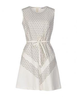 Короткое платье KATE. Цвет: белый